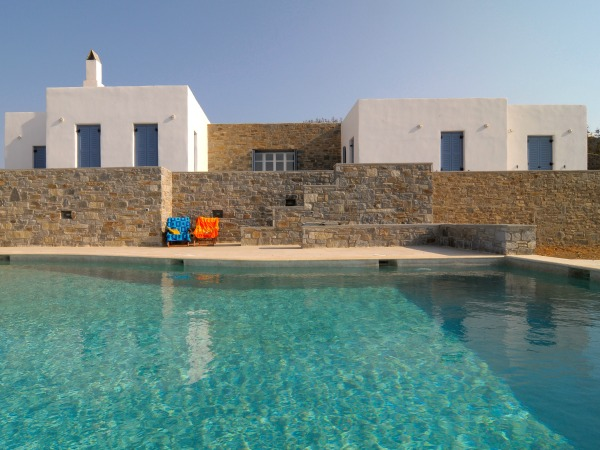 SINGLE STOREY RESIDENCE IN SYROS ISLAND